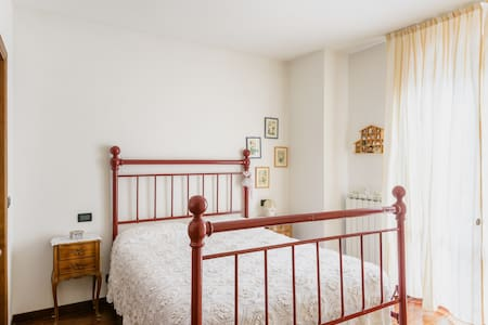Camera in villetta bifamiliare - Montevarchi - Bed & Breakfast