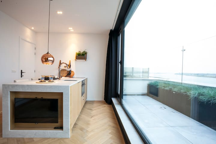 Luxe Cityflat with terrace and Schelde River view