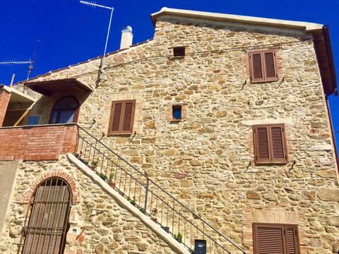 Caratteristico in Toscana str. del vino MONTECUCCO
