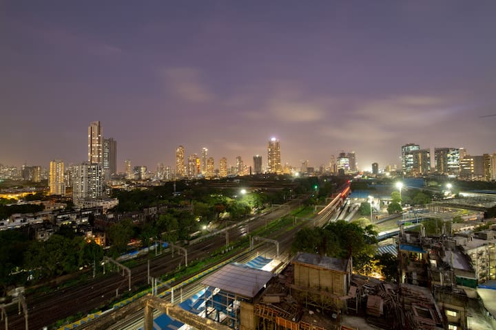 10mins to LOWER PAREL with breakfast+WIFI+A.C+View