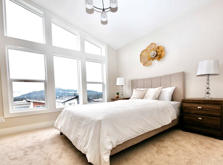 BRAND NEW GORGEOUS HOME 15 MINUTES TO DOWNTOWN !!!