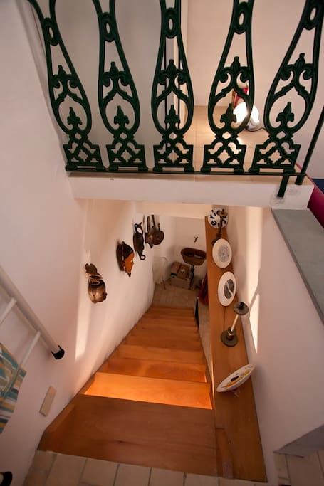 Large wooden stairs from the bedrooms to the living