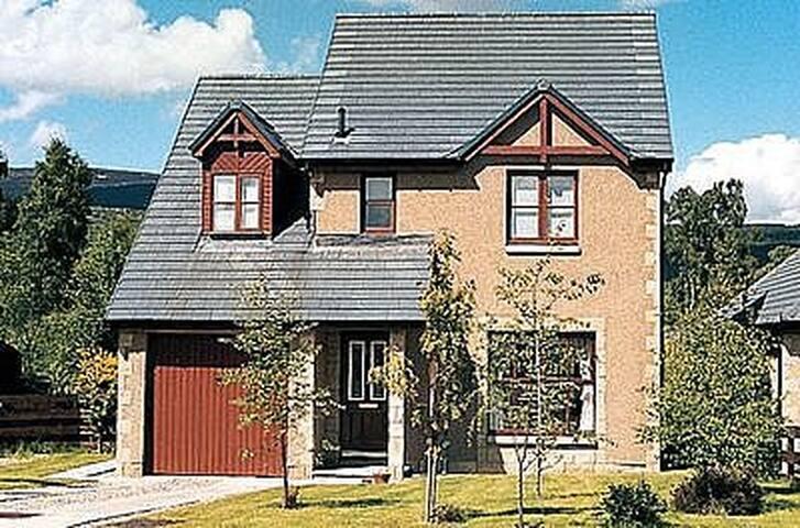 LOCHAN - Aviemore - House
