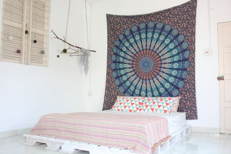 Bohemian room (2min to Dragon Bridge)✦Potato Home