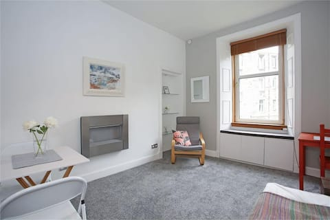 Cosy Traditional Flat(Free Parking&Frequent Buses)