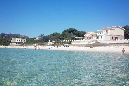 DEPENDANCE + CASA in VILLA sul MARE - Santa Margherita di Pula