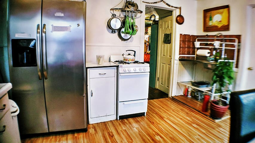 Kitchen with Fridge, ice & filtered water, Microwave, toaster and coffeemaker :-)