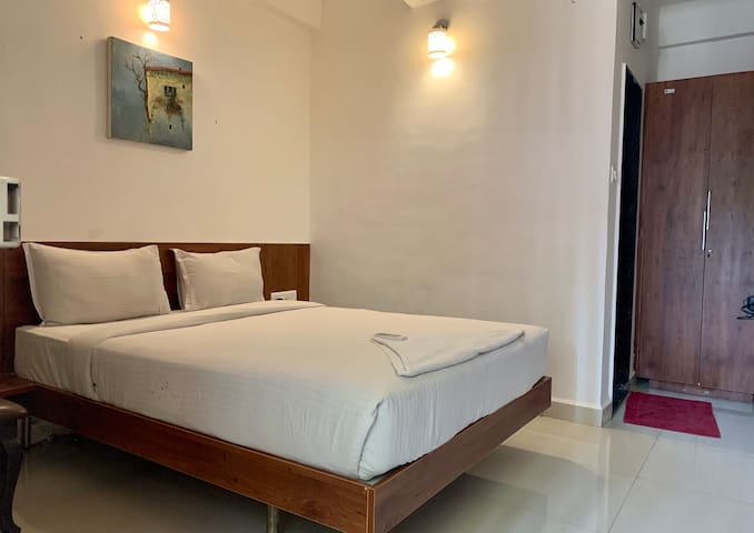 Amazing Single room with Breakfast+Dinner+WiFi