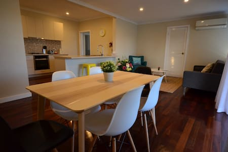 Comfy 4Bed house close to Perth Airport - Belmont - Casa