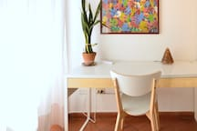 Bright Athmosphere, Desk, Plants