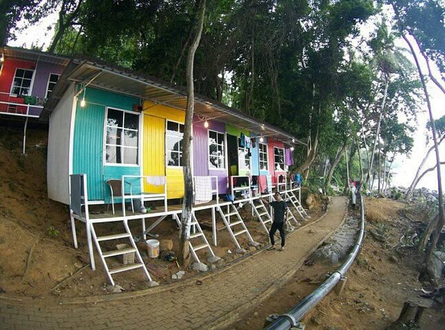 Warna Warni Cabin (1), Perhentian Escape