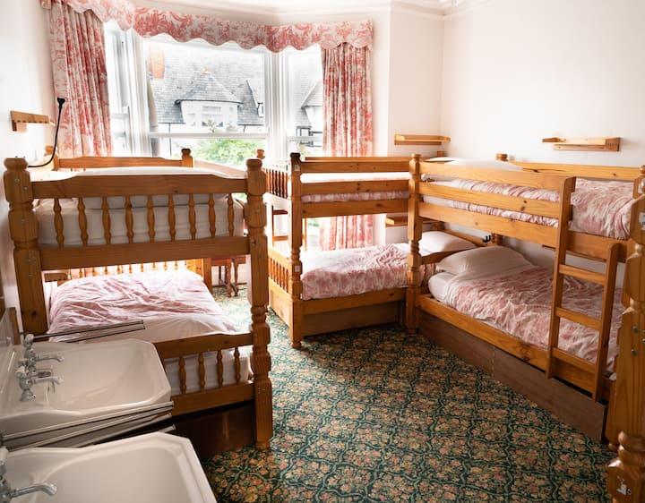 8 Bunk Bed room