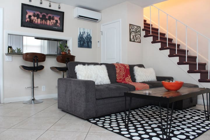 Great House 5min.  from all Studios & Attractions.