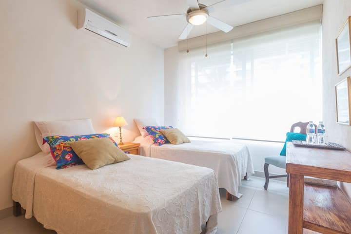 Bonita habitación, dos camas, Marina Vallarta