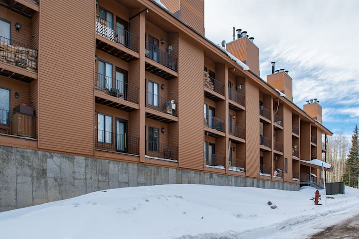 Timberbrook Condo - Across from Navajo Slopes