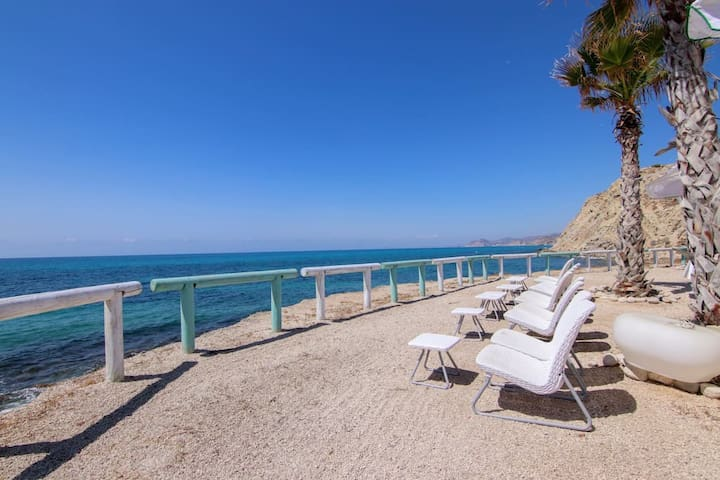 Front line beach & quiet location !