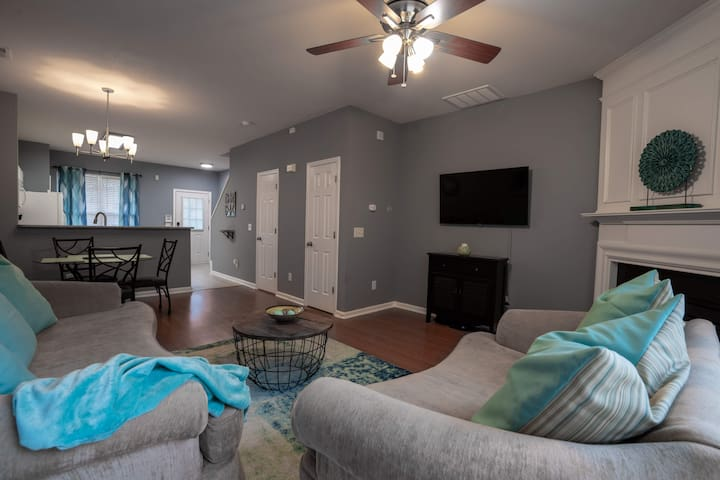Clean and Cozy townhouse at a great price!