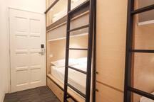 Queen-bed bunk suite