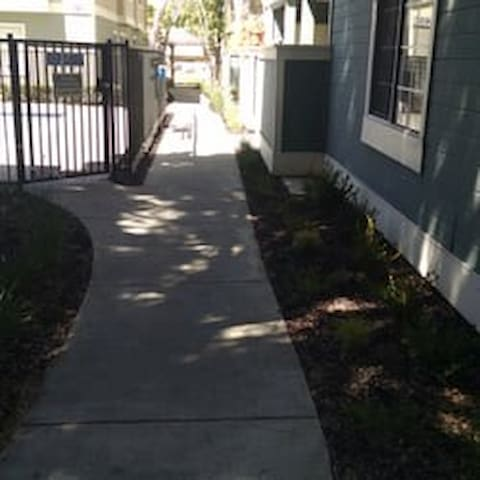 2 BR 2 BT Concord, CA avail.11 11/19-Dec 1st