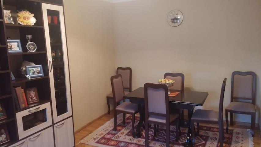 Cozy Bedroom & family hosting