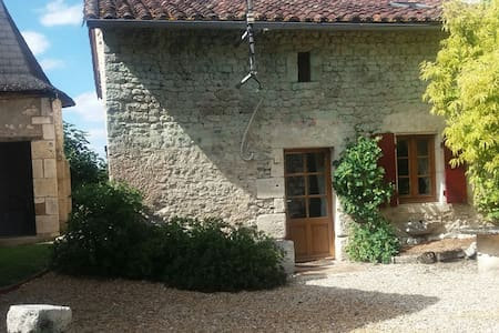 Chez Siggers - large 16th Century Stone Cottage