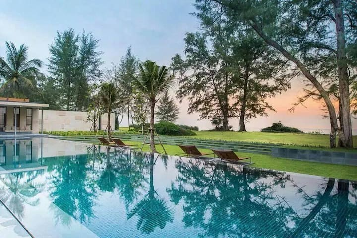 Pool access GF 2-bed Beachfront Condo (可以中文服务)