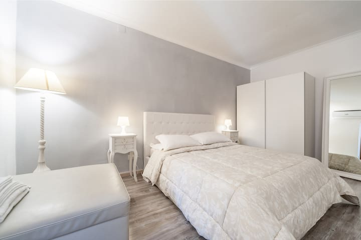 Awesome suite near Spanish Steps! (Netflix)