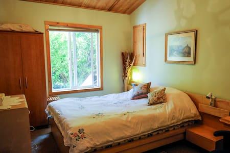 Over The Bridge Suite - Keremeos - Bed & Breakfast