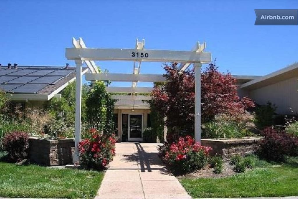 Complex Clubhouse: 3 minutes of walking from house -- tennis courts (2), hot tub and separate pools for families, adults