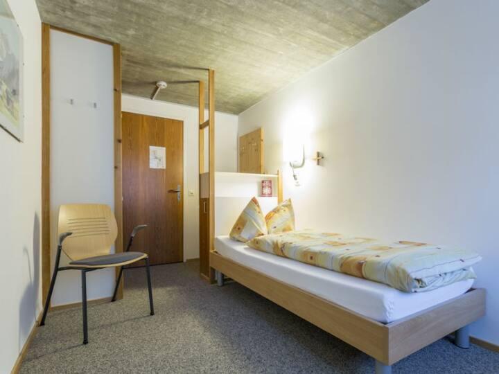 Haus der Begegnung, (Ilanz), 30306A, Einzelzimmer Dusche/WC auf der Etage