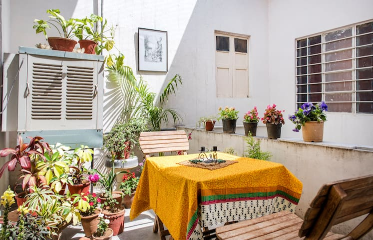 Little Bus home stay 3 Jaipur- 8 Beds in 3 rooms