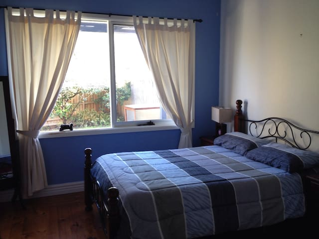 Private Sunny Bedroom with Extras!! - Box Hill North - House