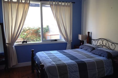 Private Sunny Bedroom with Extras!! - Box Hill North
