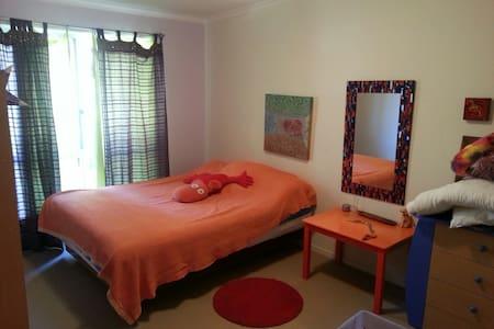 Good room 4 Minutes to Splendour..