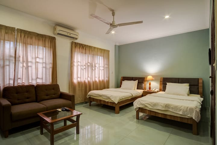 Comfortable Double Room With Ensuite Airport Res.
