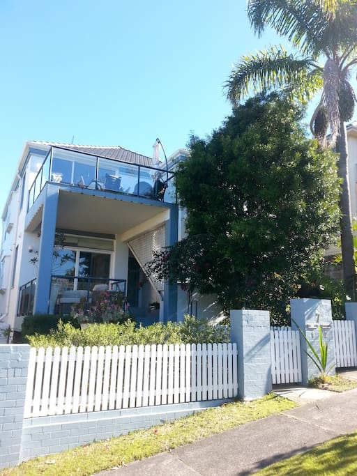 The apartment is situated on the famous Manly to Spit walk with stunning views of Sydney harbour.