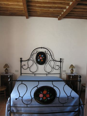 San Giuseppe Cottage: Ancient Bed