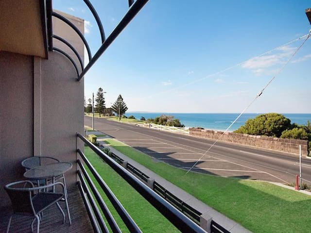 One Bedroom Unit HARBOUR VIEWS - Portland - Apartment