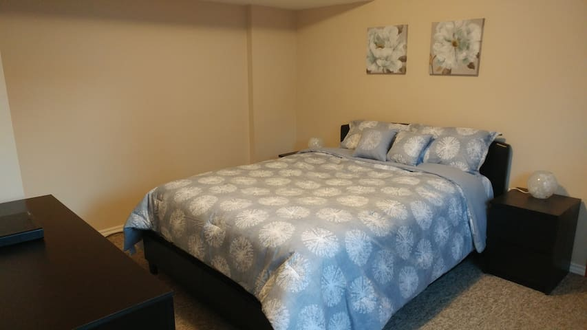 Sweet private one bed suite! Separate entrance!