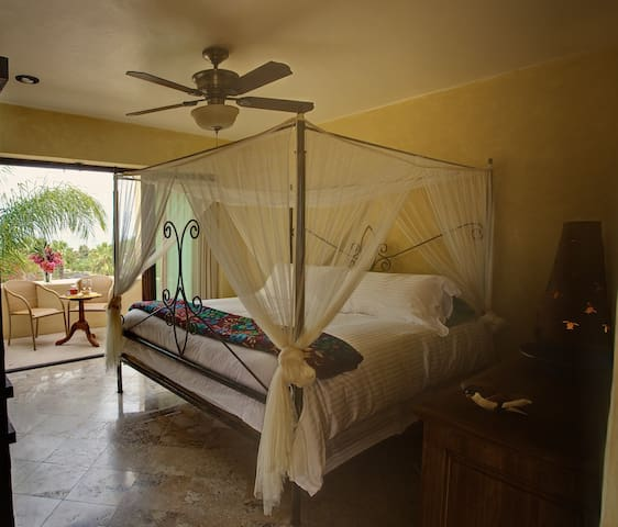 Golfina King Ocean View Guest Room