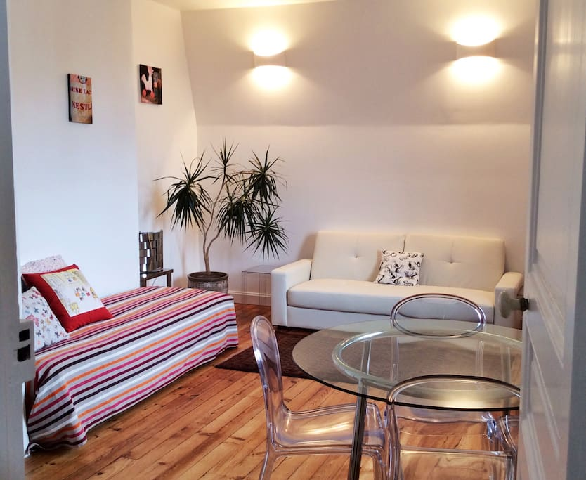 Appartement t2 calme aper u mer apartments for rent in for Appartement design t2