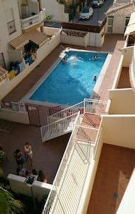 Apartamento luminoso con piscina - Castell de Ferro - Apartemen
