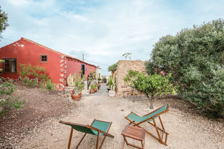 "Beautiful Country Home ""Casa Rural El Moral"" with Mountain View, Wi-Fi, Terrace & Garden; Parking Available, Pets Allowed"