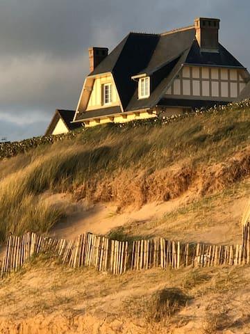 Le sable d'or en front de mer