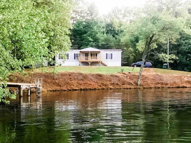 Mountain Rest Lakefront Retreat on Lake Becky