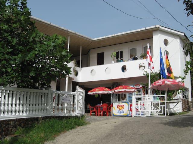 Отель Sheriff Calder - Batumi - Haus