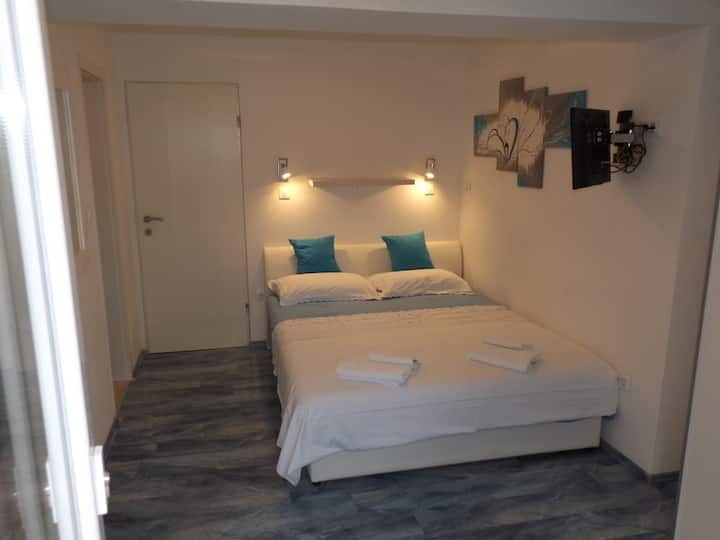 Triple room 1,5 km from Old Town