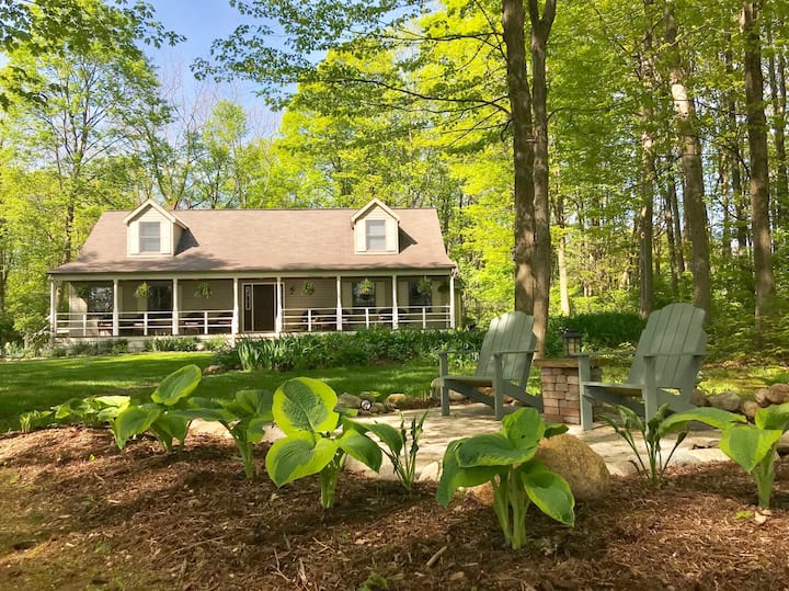 Arbor Inn's Cottonwood Rm-Put-in-Bay-Couples Only