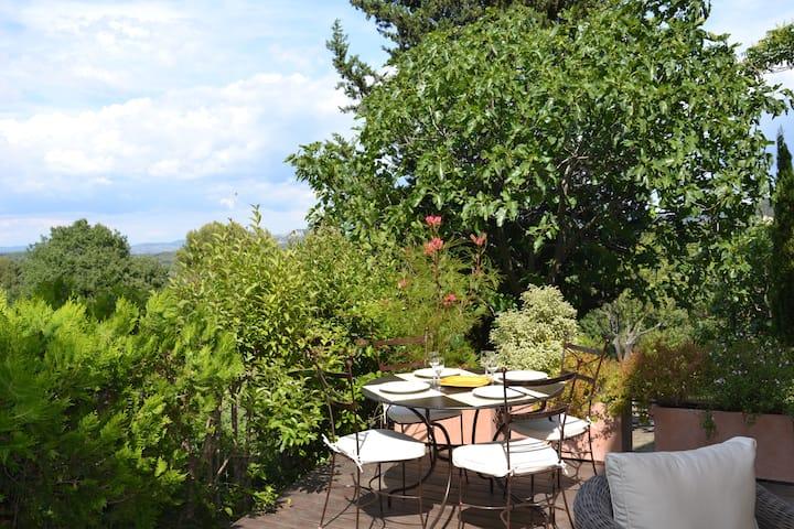 Appartement avec terrasse entre Aix et le Lubéron
