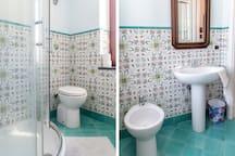 the green  maiolic Vietri's bathroom